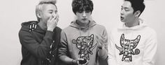I would give up a day's worth of kimchi to know what was going on here. x'D I just love JaeJoongs face lol