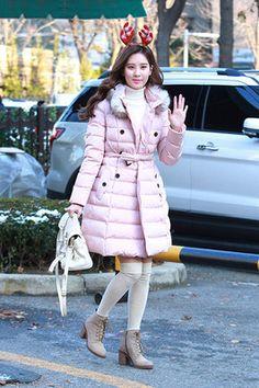 少女时代组合成员徐贤12月4日韩国KBS电视台外明星街拍:身着Jill by Jill Stuart粉色束腰羽绒服