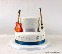 Birthday cake guitars #cakedesign #pateasucre #anniversaire #gateau