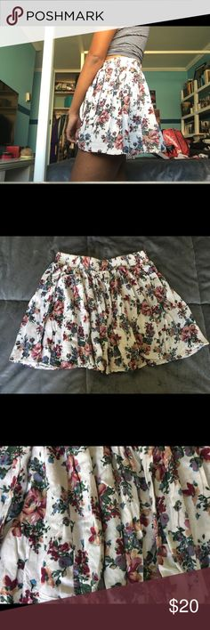 Brandy Melville floral skirt! A perfect floral skirt by Brandy Melville with an elastic waistband- great for spring and summer! Brandy Melville Skirts