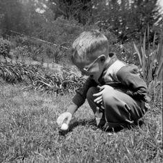 From Tterrace on Shorpy 1950 Vintage Easter, Retro Vintage, Easter Traditions, Easter Celebration, Old Soul, Egg Hunt, Photo Archive, Movie Stars, Easter Eggs