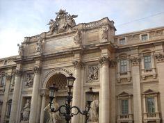Budova u Fontány Di Trevi - Řím - Itálie