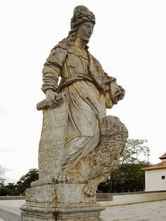 Aleijadinho   Estátua do profeta Daniel, parte dos Doze Profetas feitas em pedra sabão por Aleijadinho em frente da igreja do Santuário do Bom Jesus de Matosinhos em Congonhas, Minas Gerais, Brasil.  http://sergiozeiger.tumblr.com/post/96101514528  Antônio Francisco Lisboa, mais conhecido como Aleijadinho, (Ouro Preto, ca. 29 de agosto de 1730 ou, mais provavelmente, 1738 — Ouro Preto, 18 de novembro de 1814) foi um importante escultor, entalhador e arquiteto do Brasil colonial.
