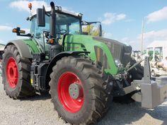Big FENDT 933 tractor