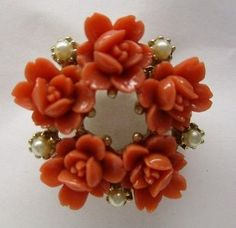 Vintage-Celluloid-Coral-Roses-Seed-Pearls-Brooch-Pin-Gold-Tone-Cirlce