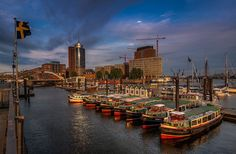 Hamburg  ♥  ♥  ♥  Wir lieben Deutschland. Deutschland liebt die Trinkflasche aus…
