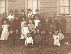 Old School House, Back To School, School Pictures, Old Pictures, Antique Photos, Vintage Photos, Victoria's Children, Vintage School, School Daze