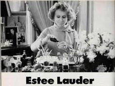Com a popularidade da indústria cinematográfica nas décadas de 20 e 30, Elizabeth Arden e Estée Lauder começaram a vender batons vermelhos em seus salões. A partir de então, a indústria americana iniciou a produção de mais variedades de cores como o rosa claro, lilás e vermelho escarlate.