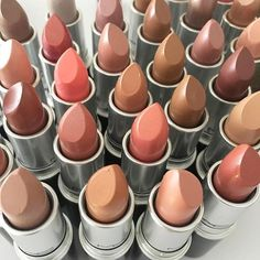 By @maccosmetics on Instagram ☆2017/04/25 01:33:26 ☆ ☆NEUTRALS & CORALS 💋 Monday lip delights! ♡ #LipoftheDay #Regram from #MACSeniorArtist @cherwebbmakeup. #MyArtistCommunity #MACArtistChallenge