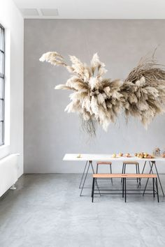 This flower installation is just so beautiful! The floral arrangement has been created by Ruby Mary Lennox for Berlin based Food Stories' studio. Source & credits: image by Marieke Verdenius Interior Styling, Interior Decorating, Interior Design, Vase Vert, All White Room, Turbulence Deco, Flower Installation, Style Deco, Arte Floral
