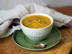 Ponovoroční polévka Vegan Recipes, Vegan Meals, Cheeseburger Chowder, Soup, Ethnic Recipes, Diet, Soups, Vegan Food, Veggie Food