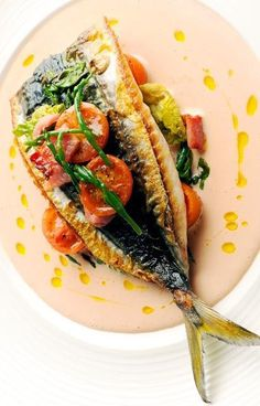 Mackerel, tomato and samphire salad - Nathan Outlaw. perfect dish to serve up as a light main or starter in the summer months. The fish in this salad is paired with tomato and samphire, with a warm mayonnaise which uses reserved tomato stock. Fish Recipes, Seafood Recipes, Salad Recipes, Dinner Recipes, Cooking Recipes, Healthy Recipes, Fish Dishes, Seafood Dishes, Seafood Salad
