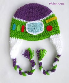 How to Make a Crochet Hat Touca de crochê do Buzz Lightyear de Toy Story. Crochet beanie hat of Buzz Lightyear from Toy Story movie Disney Crochet Kids Hats, Crochet Crafts, Yarn Crafts, Crochet Toys, Free Crochet, Knitted Hats, Knit Crochet, Crochet Beanie Pattern, Crochet Patterns