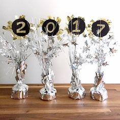 Dollar Store New Years Decor – 2017 - neujahr dekor New Years Eve Party Ideas Decorations, Decor Ideas, New Year Diy, Party Favors, Diy Tassel Garland, Gold Mason Jars, Winter Table, Nye Party, New Years Party