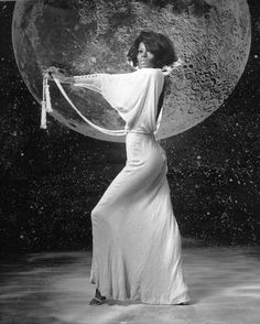 Proving the stars and the moon revolve around her. | 26 Photos Proving Diana Ross Invented The Concept Of Fierce