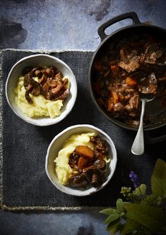 Our mushroom bourguignon is a rich vegan take on the classic French dish. The key to making this mushroom bourguignon so delicious is using the best mushroom stock you can find. Giving it this rich … Vegan Dinner Recipes, Veg Recipes, Mushroom Recipes, Vegetarian French Recipes, German Recipes, Chicken Recipes, Dessert Recipes, Mushroom Bourguignon, Bourguignon Recipe