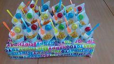 Zakjes en jojo's van de Hema, marsellows en chips. Vorkjes van de paptatzaak.