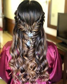 17 Best Indian Hairstyles Step By Step To Suit Any Taste Simple Indian Hairstyle Step By Step Indian Wedding Hairstyles, Elegant Hairstyles, Pretty Hairstyles, Cute Hairstyles, Braided Hairstyles, Curly Hair Tips, Curly Hair Styles, Traditional Hairstyle, Roll Hairstyle