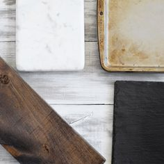Last week we talked about how to make your own dark wood stained food photography background/faux table. Last night I finished painting and distressing the other side of these boards – white!…