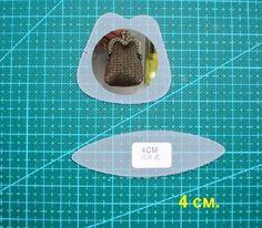 Всем доброго времени суток. В этой теме размещаю фотографии выкроек с образцами готовых сумочек, возможно будет полезен материал. Small Bags, Small Purses, Mini Purse, Purse Patterns, Clutch Purse, Pouch, Sewing, How To Make, Tutorials