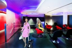 Jennifer Lopez  and Farrah Fawcett fly Virgin America