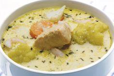 Fiskesuppe er mild og god i smaken og kan bli en middagsfavoritt for hele familien. Her er oppskriften på kremet fiskesuppe. Cheeseburger Chowder, Hummus, Soup, Ethnic Recipes, Alternative, Homemade Hummus, Soups, Chowder