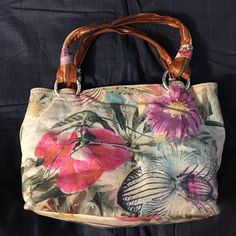 Cecconi Piero purse Leather purse with painted flowers Cecconi Piero Bags Satchels Painted Flowers, Satchels, Leather Purses, Diaper Bag, Buy And Sell, Best Deals, Womens Fashion, Closet, Stuff To Buy