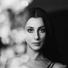 Cílios 'aranha' ultra longos e delineados gráficos de Cher compunham visual icônico da diva nas décadas de 60 e 70 Divas, Look Vintage, Vintage Beauty, Vintage Toys, Mode Disco, Non Plus Ultra, 70s Makeup, Think, Iconic Women
