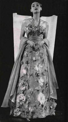 Jacques Fath dress, 1952. Vintage Gowns, Mode Vintage, Vintage Outfits, Vintage Style, 1950s Outfits, Vintage Clothing, Jacques Fath, Fifties Fashion, Retro Fashion