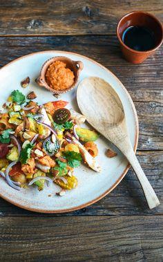 De la cuisine: poulet fumé Salade de pâtes avec sauce Romesco