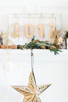 How to Transition Your Décor From the Holidays to New Year's Eve | transitional holiday decor | new year's eve decor ideas | how to decorate for new year's eve | NYE decorating tips | decorating for NYE || Glitter, Inc.
