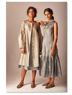 Beautiful Linen-Silk Dresses with modern style. Indian Dresses, Indian Outfits, Plain Kurti Designs, Fancy Kurti, Kurti Patterns, Indian Couture, Cotton Tunics, Indian Designer Wear, Muslim Women