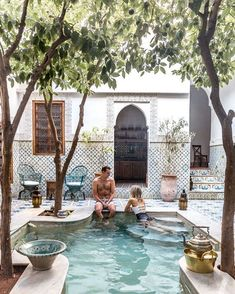 Riad Yamina Pool in Marrakesch Marokko über Finduslost Riad Yamina Piscine à Marrakech Maroc à propos de Finduslost - Small Backyard Pools, Small Pools, Small Backyards, Pool Decks, Marrakech Morocco, Marrakesh, Marrakech Travel, Morocco Travel, Outdoor Spaces