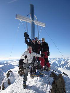 Geschafft - Das #Bergsport Team von der-ausruester.de am Gipfelkreuz auf der Wildspitze in den Alpen in Tirol