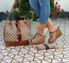 """Gorgeous Gucci """"Getting To The Money"""" Wedge Sandal Handbag Wallet Set Fashion Bags, Fashion Shoes, Fashion Handbags, Fashion Outfits, Womens Fashion, Fashion Goth, Stylish Outfits, Versace Boots, Gucci Boots"""