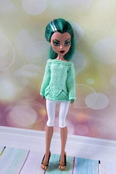 Handmade Monster High clothes. Hand-knitted light green
