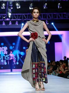 Girls want trendy and stylish outfits according fashion week.The trendy dresses by well-known Pakistani fashion designers is obtainable on the stores. Pakistani Dresses, Indian Dresses, Indian Outfits, Fashion Week 2018, Lakme Fashion Week, Indian Designer Outfits, Designer Dresses, Pakistan Fashion Week, Asian Fashion