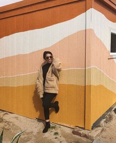 Mural in terracota, blush and mustard in irregular stripes and layers. Mural Art, Wall Murals, Wall Art, Graffiti Wall, Painting Inspiration, Color Inspiration, Br House, Creation Deco, Color Stories