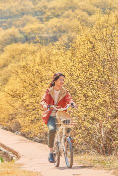 Forest (리틀 포레스트) Korean - Movie - Picture Little Forest (리틀 포레스트) Korean - Movie - Picture @ HanCinema :: The Korean Movie and Drama DatabaseLittle Forest (리틀 포레스트) Korean - Movie - Picture @ HanCinema :: The Korean Movie and Drama Database Top Movies, Drama Movies, Into The Forest Movie, Kim Min Hee, Forest Pictures, Period Movies, Film Inspiration, Aesthetic Beauty, Movie Lines