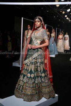 Manoj Agarwal, Lakme Fashion week 2017, Lakme Fashion week winter festive 2017, fashion revolution India, Runway fashion, luxury fashion, runway shopping, Traditional wear, Bridal Wear, Indian Wear