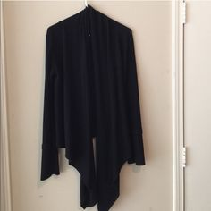 Cardigan Black cardigan long in the front short in the back very beautiful great condition Jackets & Coats Basic Wardrobe Essentials, Wardrobe Basics, Black Cardigan, Fashion Design, Fashion Tips, Fashion Trends, Buy And Sell, Coats, Skirts