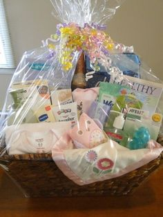 New Baby Girl Mommy Survival Kit.her list is pretty all inclusive, even wine! Super cute idea for a baby shower gift! Baby Shower Gift Basket, Baby Baskets, Baby Shower Gifts, Basket Gift, Homemade Gift Baskets, Homemade Gifts, Shower Bebe, Girl Shower, Baby Showers
