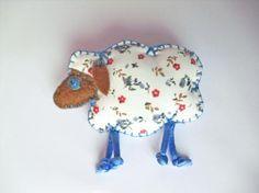 Broche oveja de tela