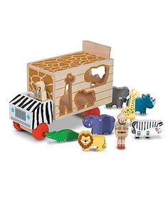 Your little animal-lovers will have the important job of loading all the colourful zoo animals onto the truck!
