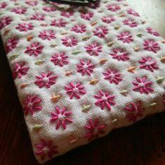刺し子の花ふきん「米刺し」ハンカチサイズです 糸は、ピンクはぐりグらさんかな? 小さい米刺しは@aki_poj さん段染めの糸です(糸玉画像は2枚目) この組み合わせで刺そうと思ってました☺ 前回 - 464.hina.0416