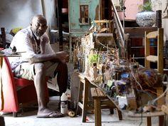 Carioca Sergio Cezar é autor de um expressivo acervo de peças feitas com sucata.