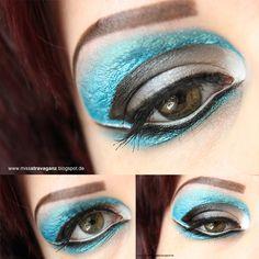 Metallic Blue Makeup Application, Makeup Designs, Metallic Blue, Eye Art, Art Forms, Makeup Inspiration, Beauty Hacks, Halloween Face Makeup, Make Up