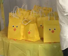 Baby Shower Ideas Rubber Ducky Party Favors Ideas For 2019 Distintivos Baby Shower, Ducky Baby Showers, Baby Shower Gender Reveal, Baby Shower Favors, Baby Shower Games, Baby Shower Parties, Rubber Duck Birthday, Rubber Ducky Party, Rubber Ducky Baby Shower