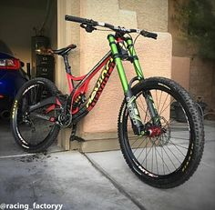@stevenjackson 's super custom Devinci Wilson Carbon with DVO and Cane Creek suspension