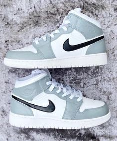 Dr Shoes, Cute Nike Shoes, Swag Shoes, Nike Air Shoes, Hype Shoes, Nick Shoes, Retro Nike Shoes, Sneakers Mode, Cute Sneakers